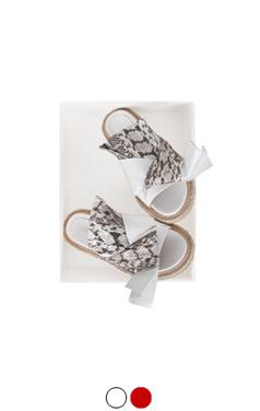 结和扭曲凉鞋