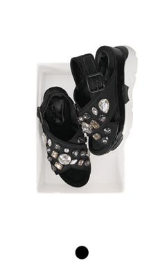 石点缀凉鞋
