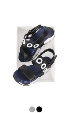 [GOOD PRICE] <br>孔点缀厚底凉鞋