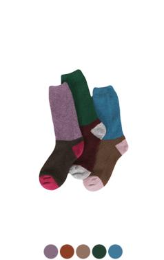 色块温暖的袜子