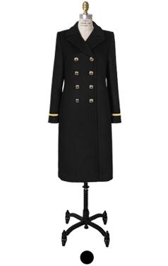 简单的黑色大衣