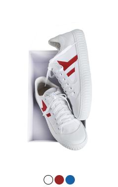 一半一半的匡威运动鞋