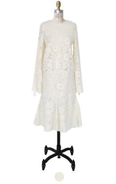 浪漫的花边裙套装