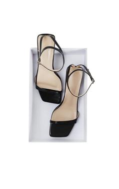 """最喜欢的带子的凉鞋小猫<br> <font color=#ff9999 size=""""1.9"""" face=verdana>BEST BUY</font>"""